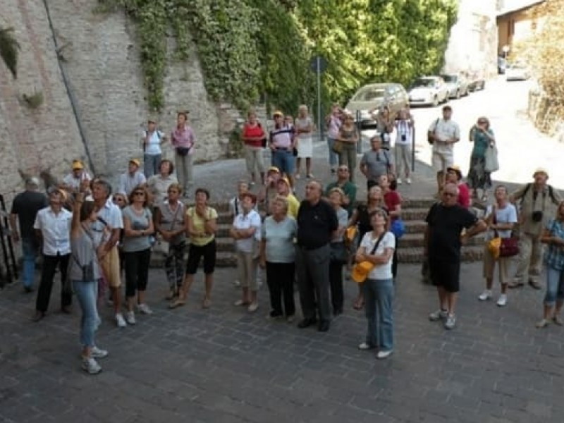 Visit Assisi with a tour guide. How and why!