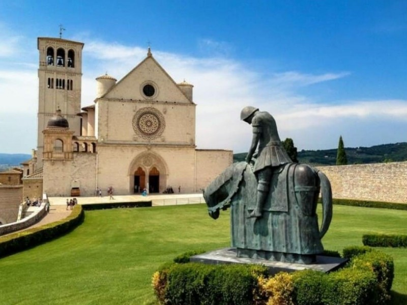 Assisi guided walking tour with official guide.