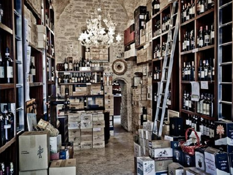 Top Wine Tasting and Typical Lunch for Wine Lovers