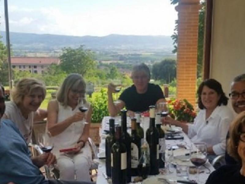 Trekking da Assisi con pranzo degustazione in una cantina biologica.