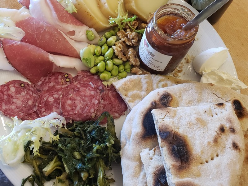 Lear to cook the Schiacciata di Assisi. A delicious flat bread