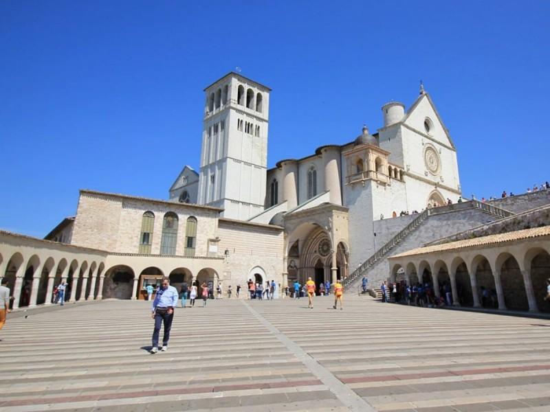 Führung durch die Basilika des Heiligen Franz von Assisi.